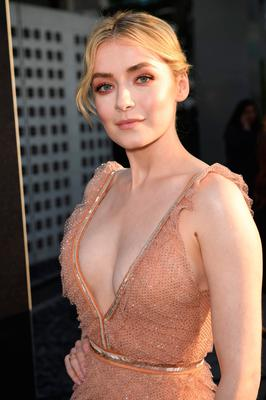 Sarah Bolger Looks Like She Stepped Right Off The Runway At Mayans M C Premiere In Los Angeles Independent Ie