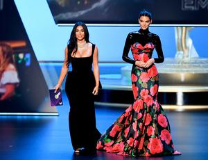 Kendall Jenner Wears Mermaid Gown By London Irish Designer Richard Quinn To Emmys Independent Ie