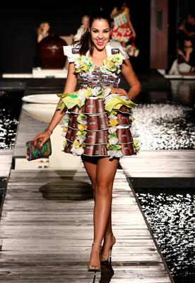 Would You Wear A Wedding Dress Made Out Of Mcdonald S Wrappers Independent Ie