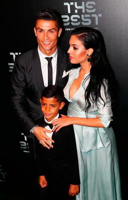 Cristiano Ronaldo S Girlfriend Georgina Rodriguez Shows Off Growing Baby Bump On Family Night Out Independent Ie
