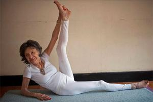 Video World S Oldest Yoga Teacher Aged 93 And Her Surname Is Lynch Independent Ie